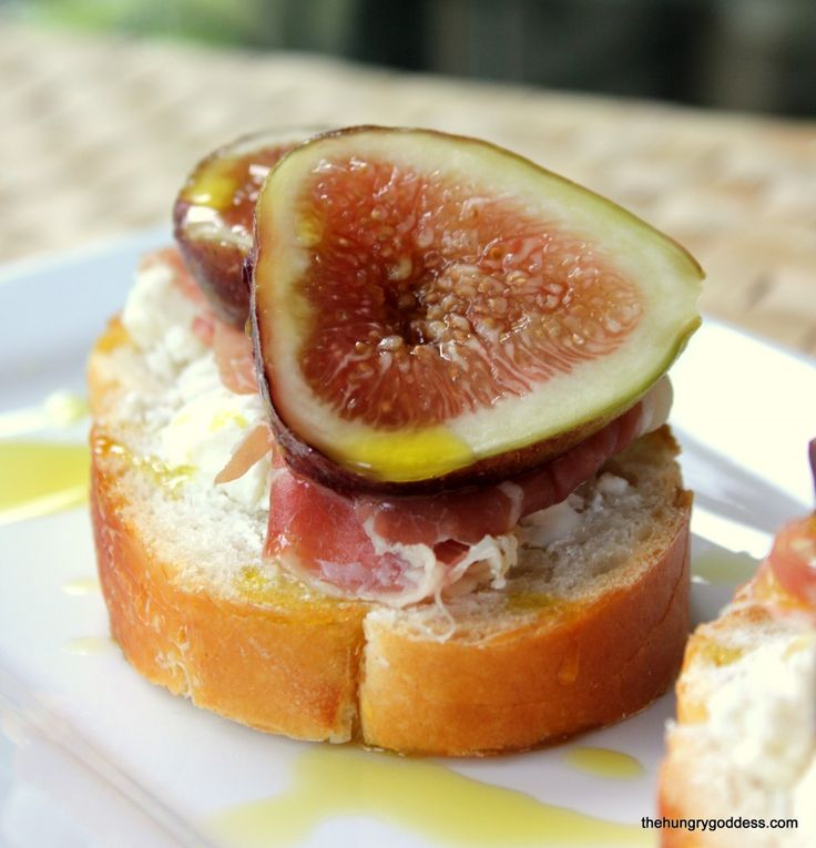 Grain Free Bosc Pear, Fresh Figs And Goat Cheese Pizza Recipes ...