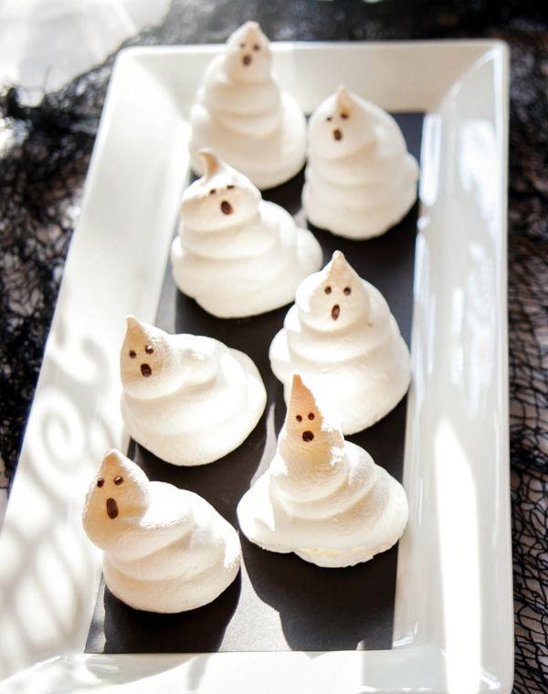 meringue Ghosts (Source : http://blog.hwtm.com/2012/10/elegant-spooky ...