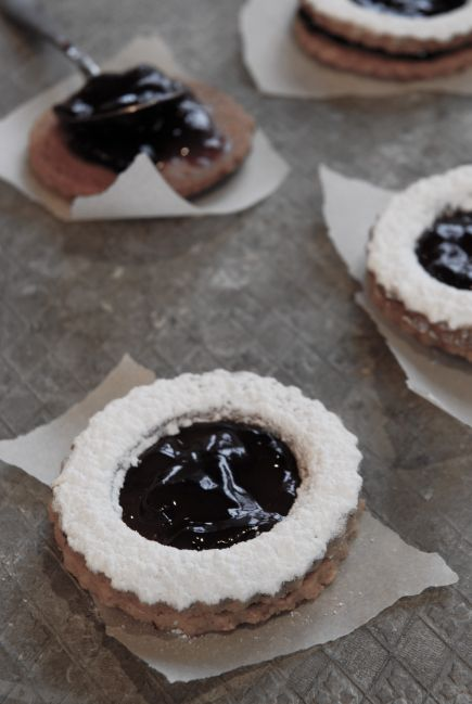 Pecan linzer cookies with a raspberry filling RECIPE