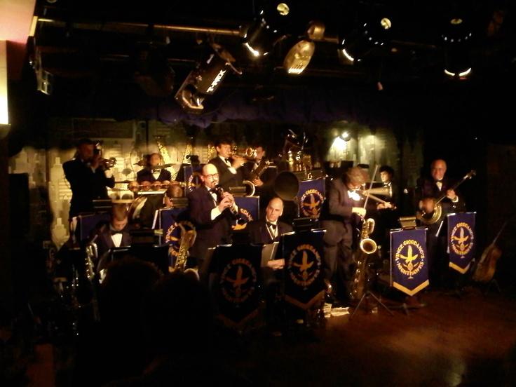 Jazz club restaurant date ideas pinterest for Classic club music