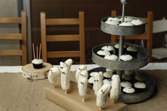 Spooky Ghost Cupcakes and Frozen Banana Ghost Pops