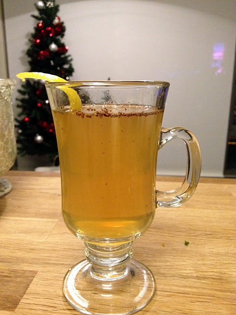 honey bourbon hot toddy (with apple infused bourbon)