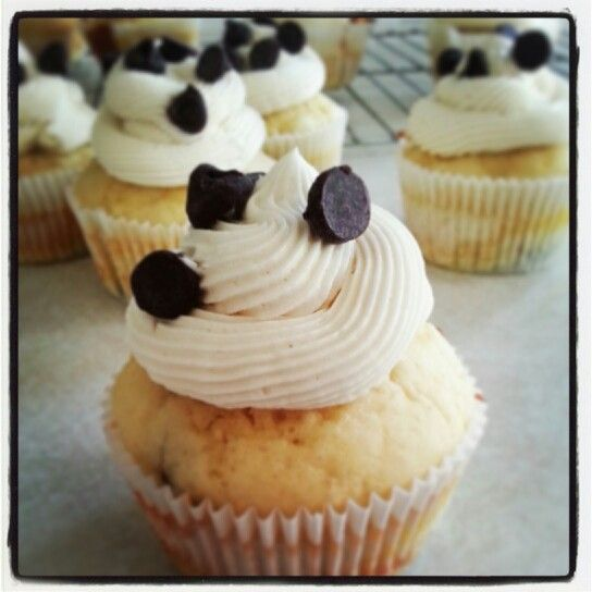 Chocolate chip pancake cupcakes with maple syrup buttercream frosting!