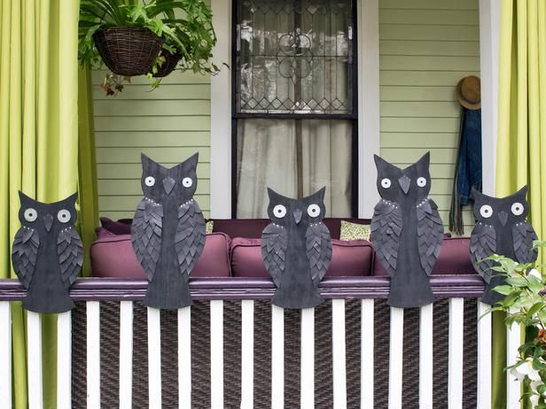 #Spooky #Frontporch #Halloween  Haunted Hoot>> http://www.hgtv.com/handmade/spooky-front-porch-decorating-ideas-for-halloween/pictures/page-6.html
