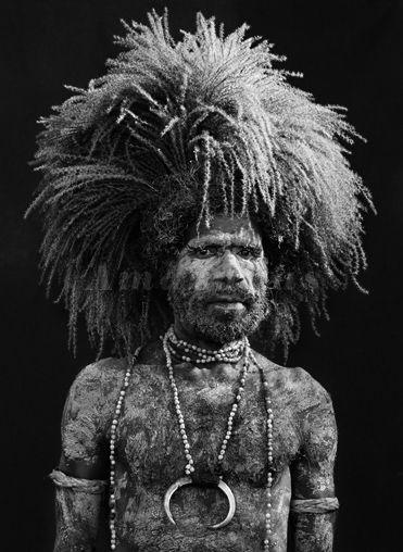 Grands travaux - photo by Sebastiao Salgado Papua new guinea native 2008