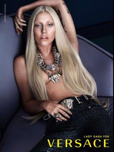 Lady Gaga voor Versace.