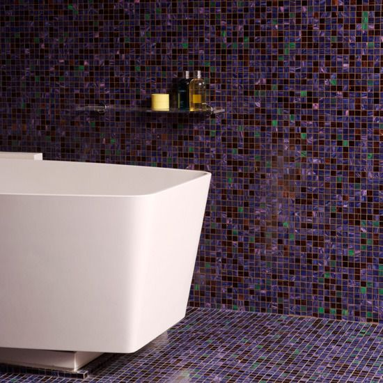 Pin by adriana magre on banheiros pinterest for Purple mosaic bathroom accessories