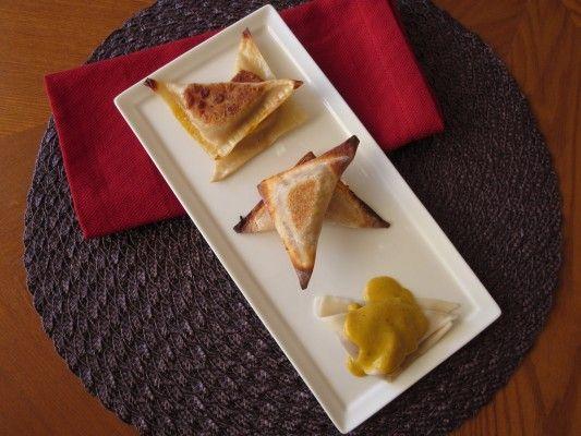 pumpkin ravioli (using wonton wrappers) with pumpkin-sage cream sauce ...