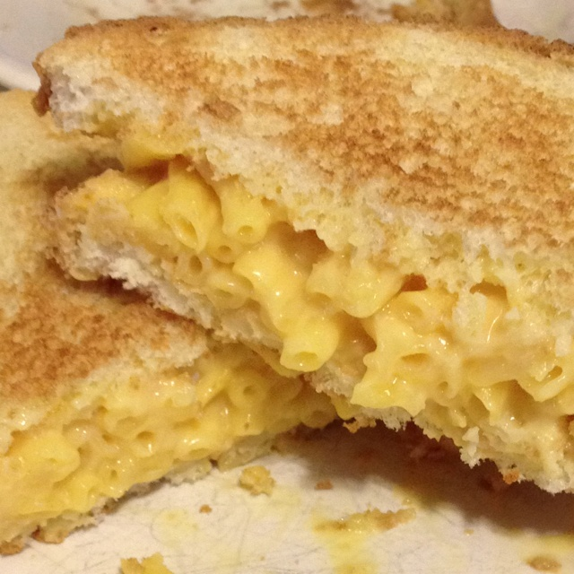 Grilled macaroni and cheese sandwich! | Food | Pinterest