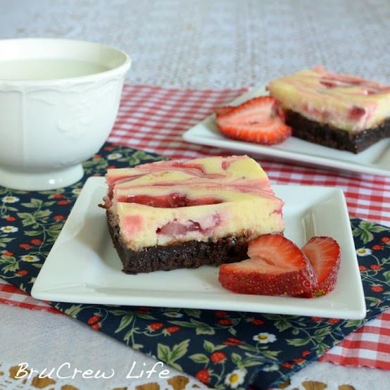 Strawberry Coconut Cheesecake Brownies via