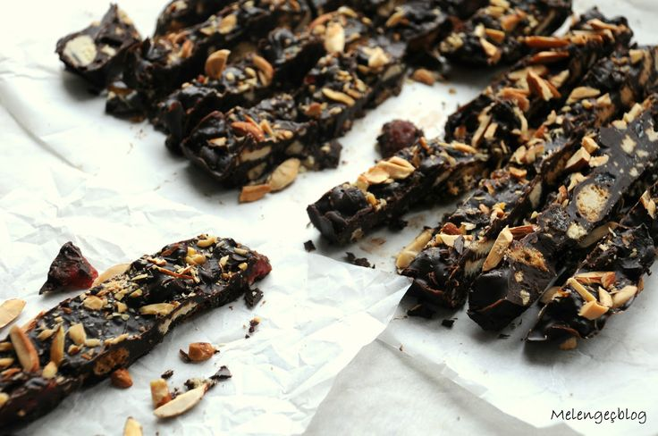Almond-Cherry Chocolate Bark | Photograpy _Food&Styling | Pinterest