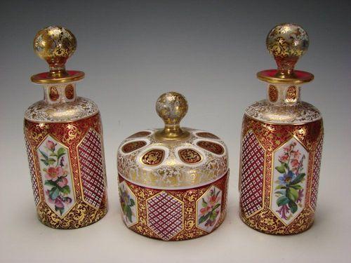 Фантастический набор 19-го века богемского стекла клюквы и эмали бутылки, с.  19-го века