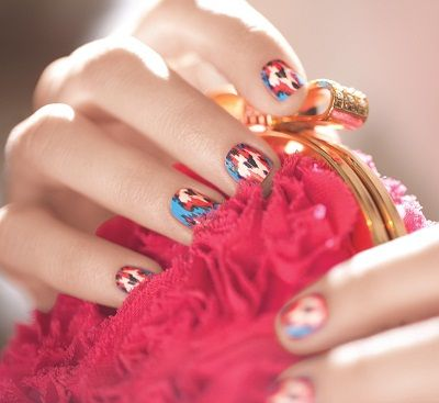 how pretty is this ikat-patterned manicure?