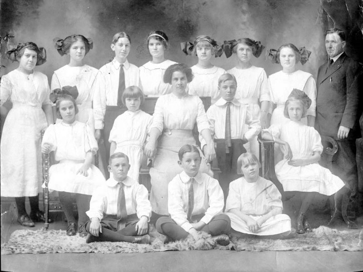 Oxford Orphanage Gallery: singing class  1912