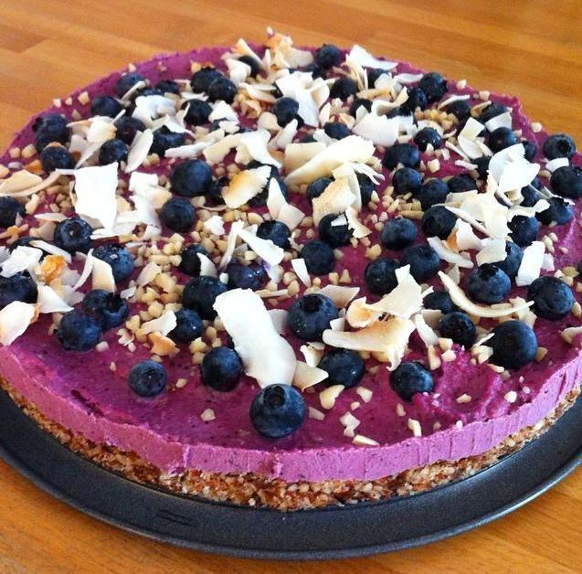 Raw Vegan Very Berry Blueberry Cheesecake | Millennial-Kitchen.com