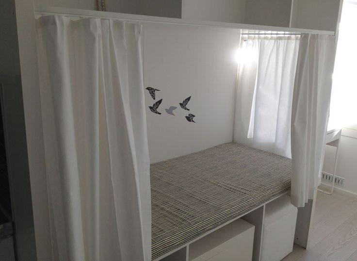 Suunnittelija käytti konttikodeissa innovaatiotaan iBedia, jossa sängyn alle sujahtaa olohuoneen kalusto ja päältä löytyy säilytystilaa.