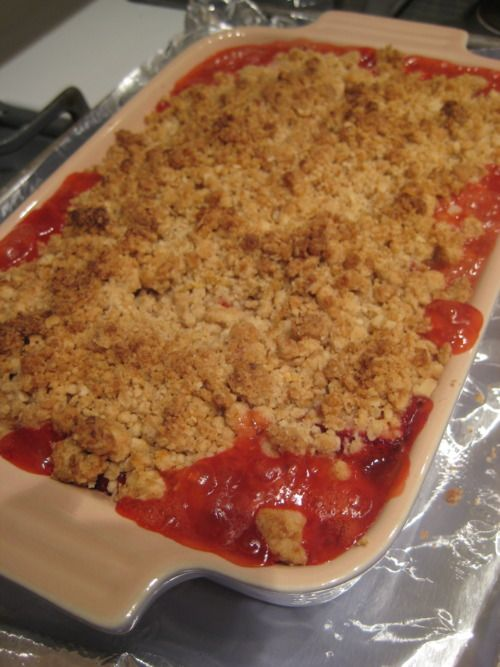 Yummy Bites - Strawberry Rhubarb Crumble | dessert | Pinterest