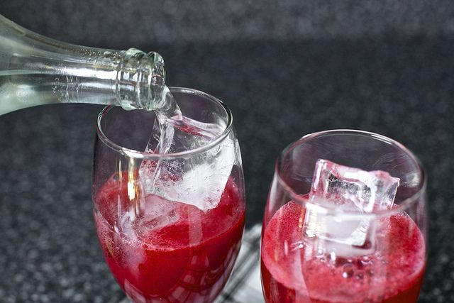 blackberry gin fizz--a good way to use up all those blackberries ...