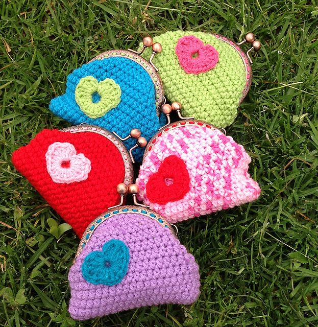 Cute easy crochet coin purse pattern by Dell Nolan