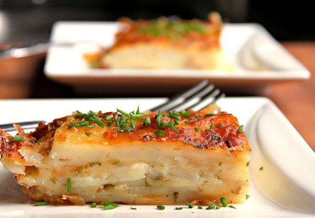 Simple Scalloped Potatoes   Recipes - Desserts - mmmmnummy   Pinterest