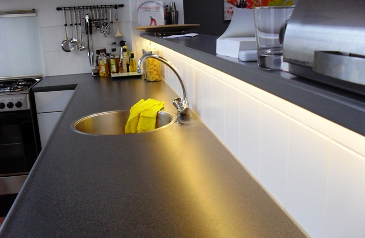 Led strips boven de aanrecht led kitchen keuken pinterest - Keuken bar boven ...