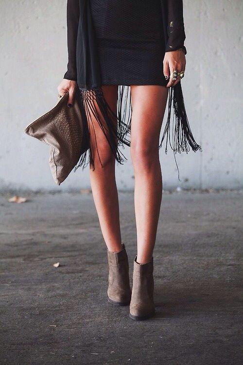 fringe.  women's fashion and street style.  i love me some fringe on a skirt.