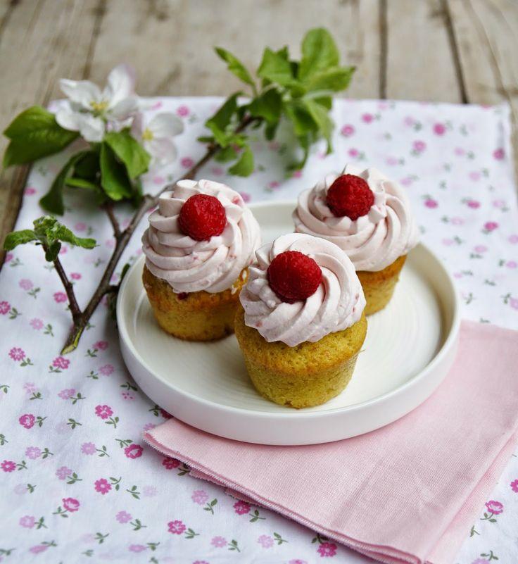 Raspberry and pistachio cupcakes - Mini cupcake alla crema di ...