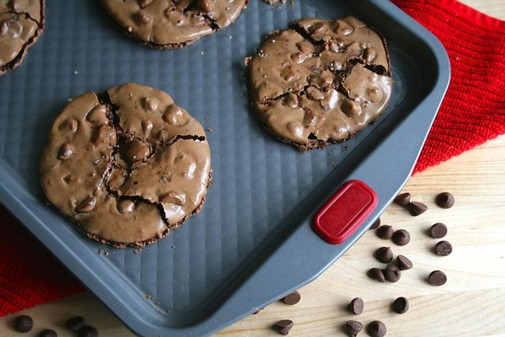 you like soft cookies this ooey, gooey Chocolate Almond Puddle Cookie ...