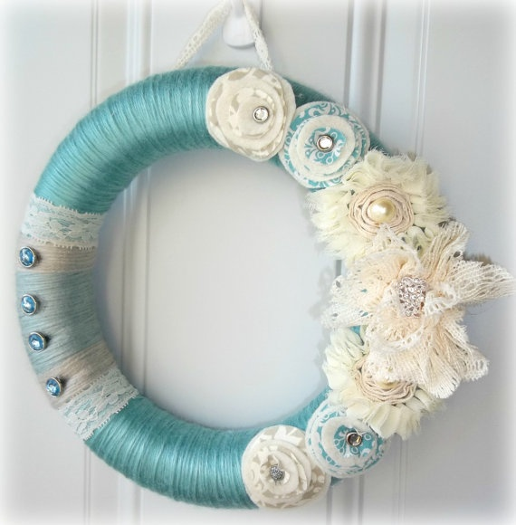 Tiffany blue yarn wreath with flower lace accents for Couronne shabby chic