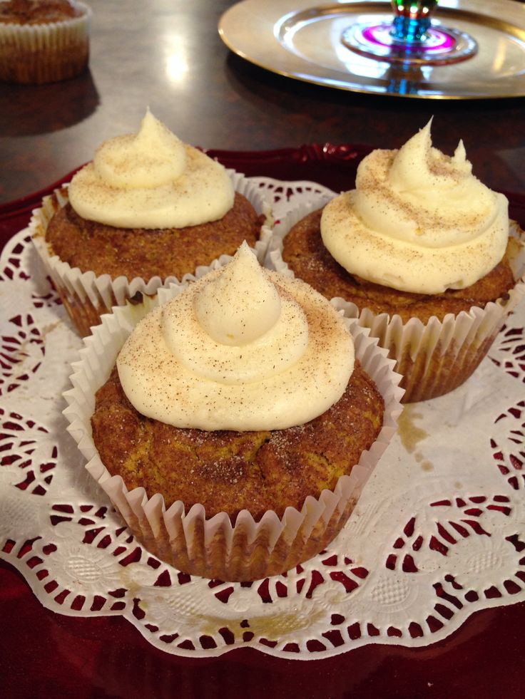 Giant pumpkin muffins with cream cheese frosting | Navigator Ebar ...