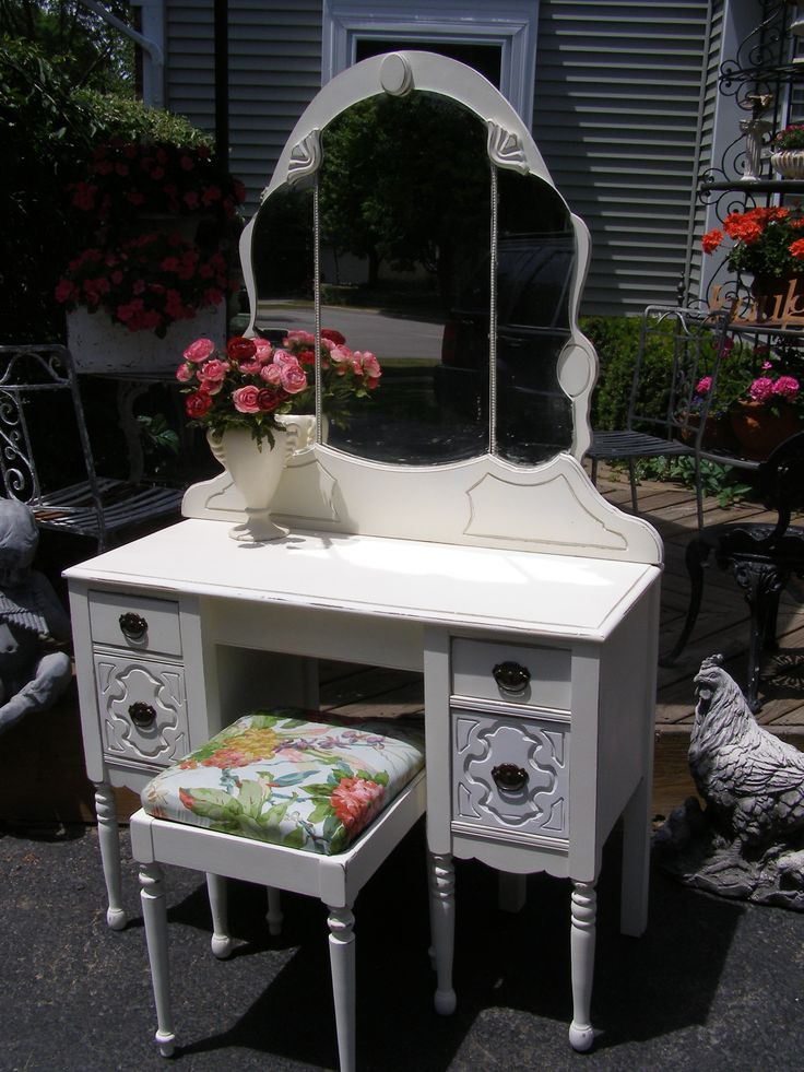 Cottage-Chic Vanity with Bench $375 - naperville http://furnishly.com/vintage-cottage-chic-vanity-with-bench.html
