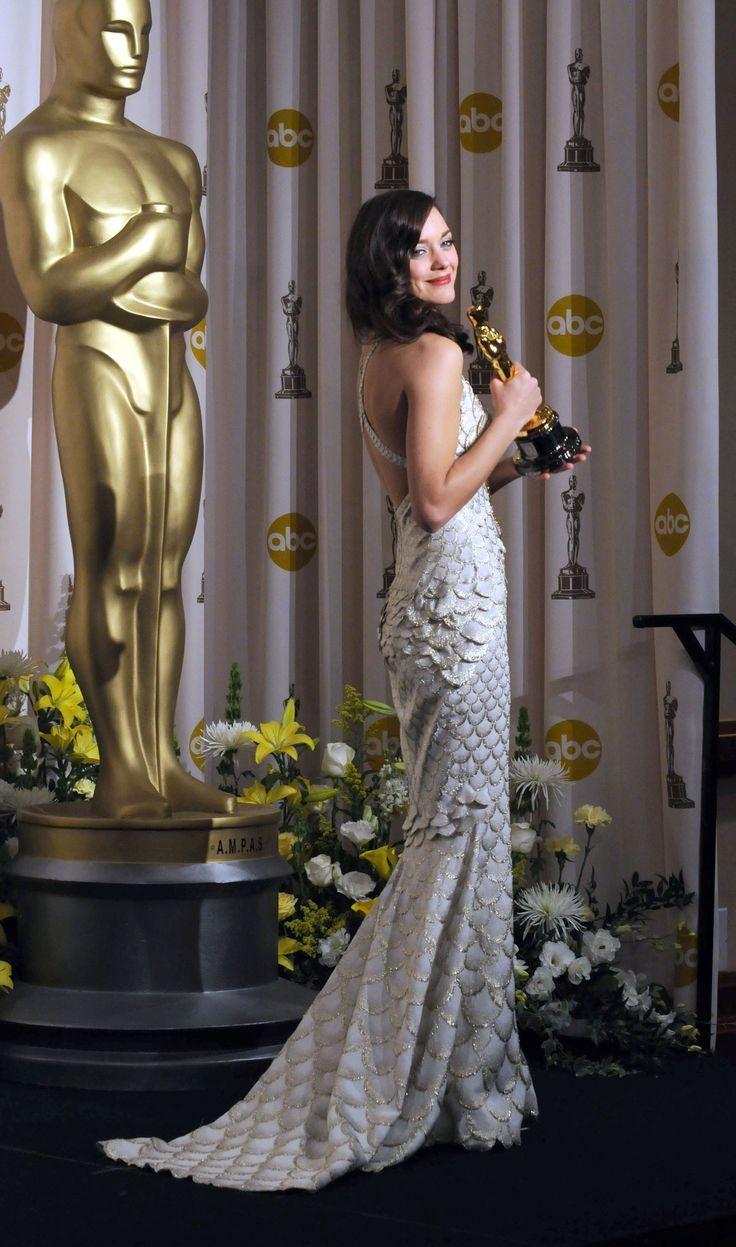 Marion Cotillard & her Oscar | Famous bitches | Pinterest Marion Cotillard