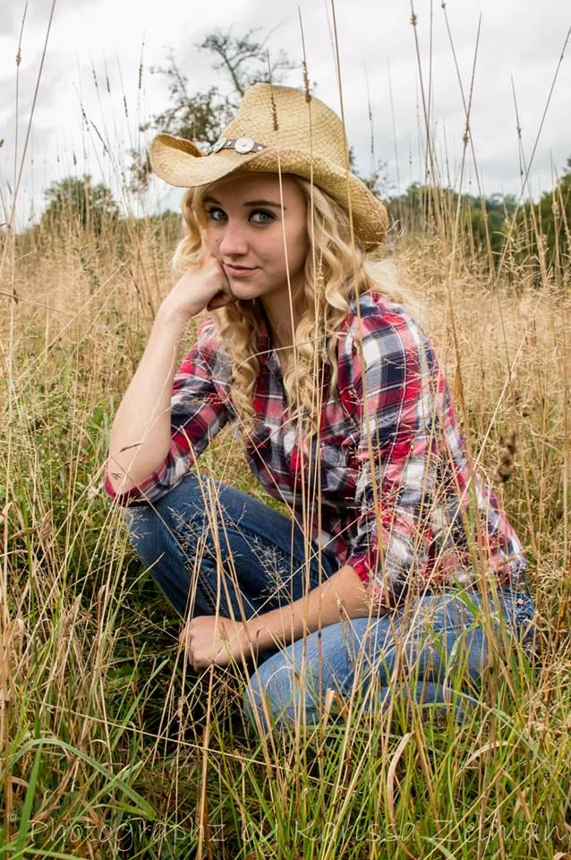 #senior #country #girl #cowgirl | Unique Photo Ideas ...