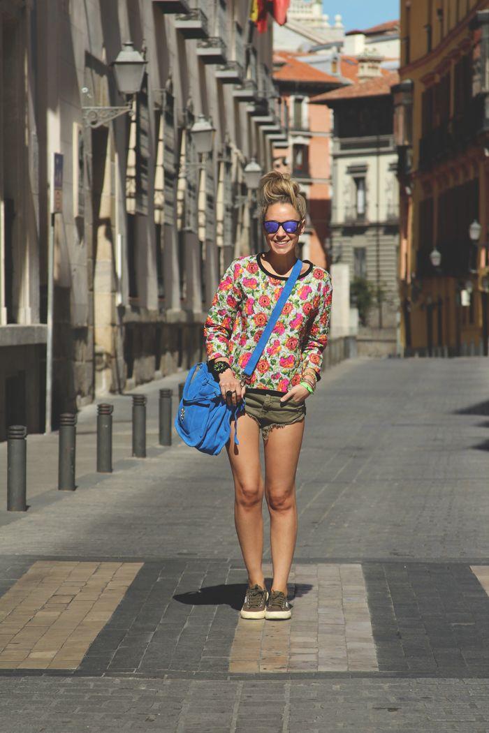 Sweatshirt . Sudadera . Zara (SS13) Shorts . Zara (SS13) Sunnies