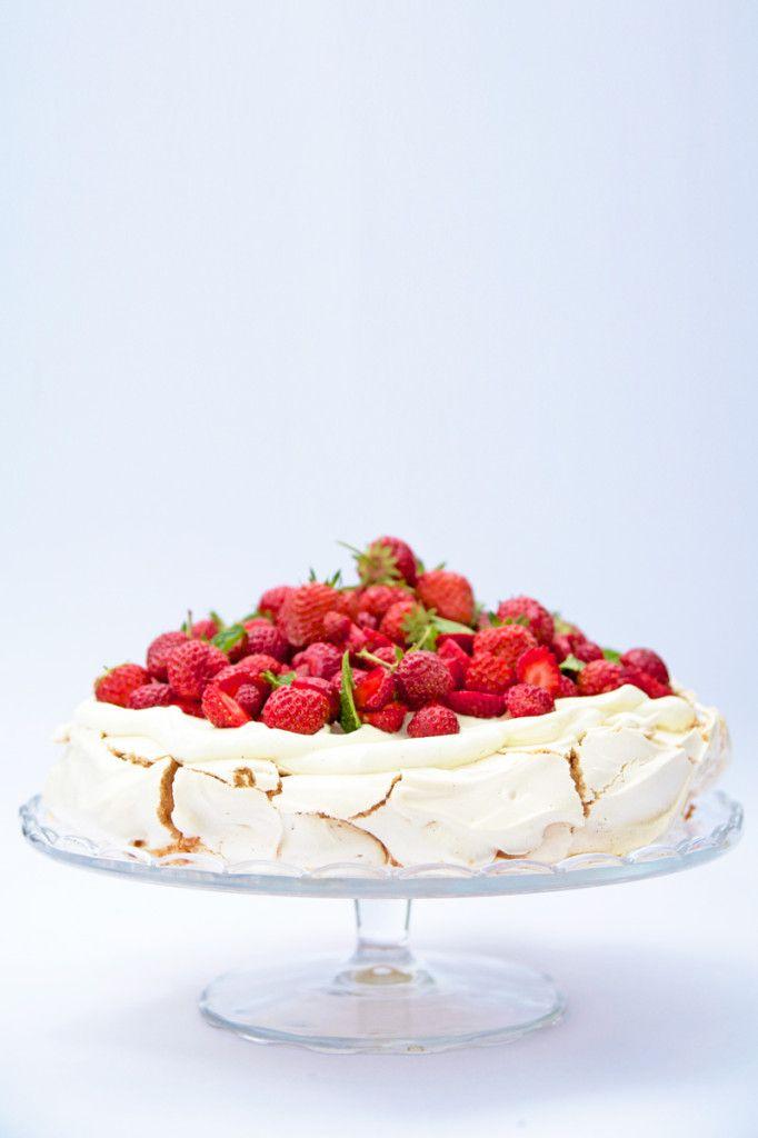 Strawberry Pavlova   Cakes   Pinterest