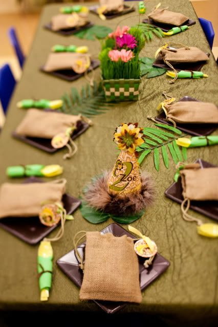 table setting {jungle party}