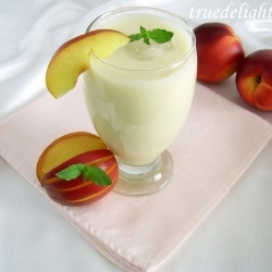 Nectarine Smoothie. http://www.thefoodiephysician.com/2012/06 ...