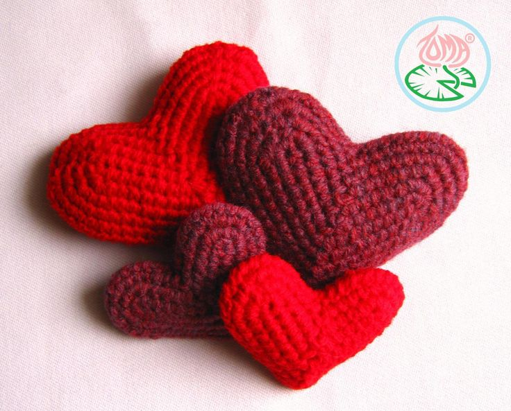 Free Pattern: Crocheted Heart Crochet pillows Pinterest