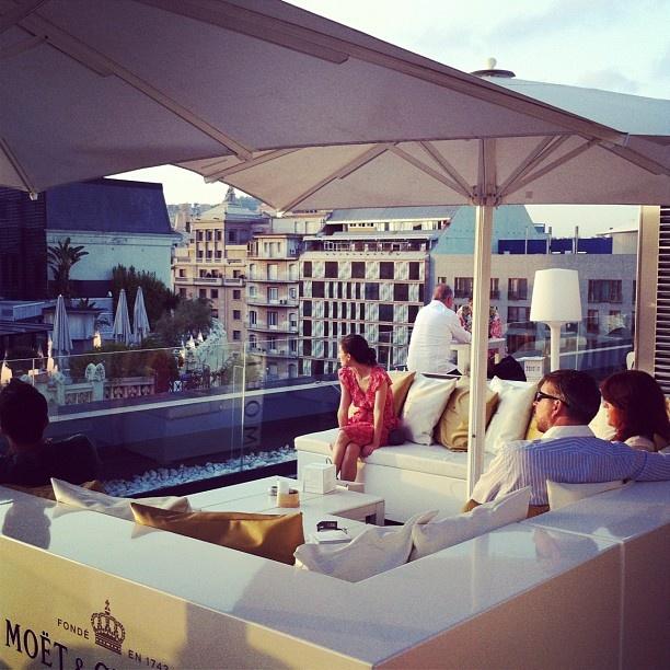 Viendo caer la noche desde el Moët Alaire Lounge con Dj César Vergel de fondo. That's life!!! #afterwork #barcelona