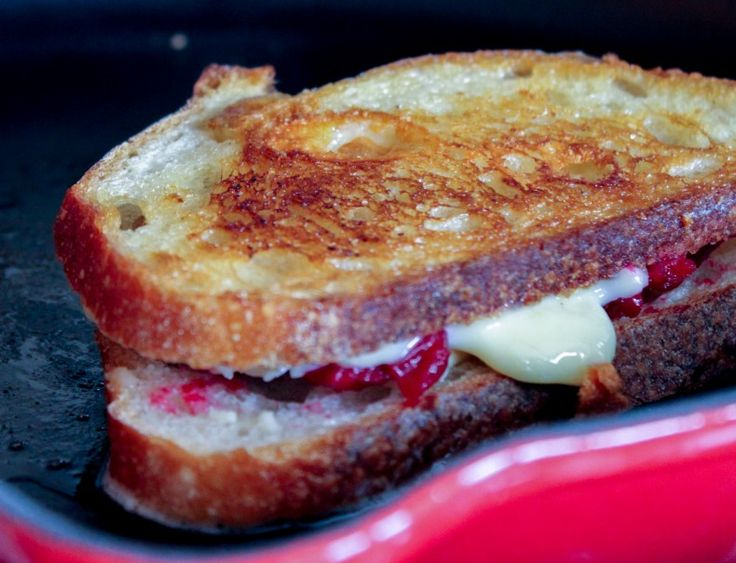 Grilling Roasted Cranberry & Brie | Grilled Cheese sandwiches | Pinte ...
