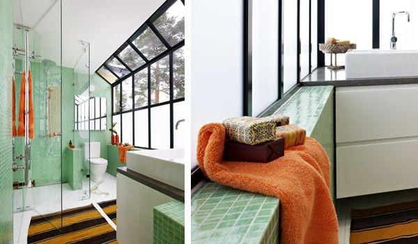 Badrum i grönt, orange och brunt  INR  Bathroominspiration ...