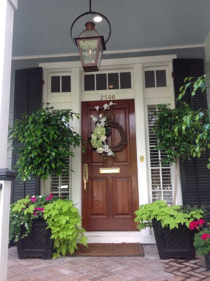 A pretty southern front porch for Southern front porches
