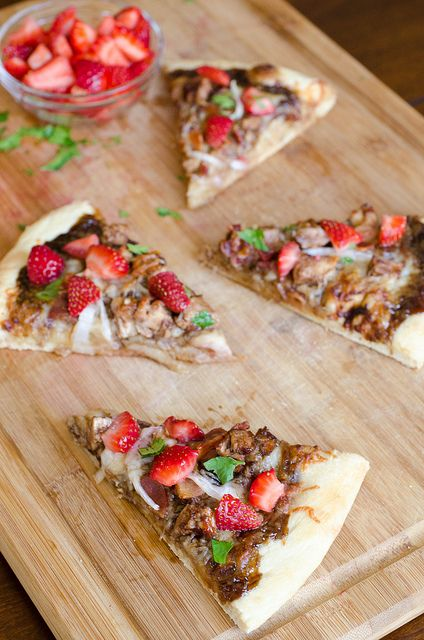 Balsamic Strawberry Pizza with Chicken, Sweet Onion and Applewood Smo ...