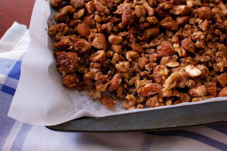 Date sweetened paleo granola | Snacks | Pinterest