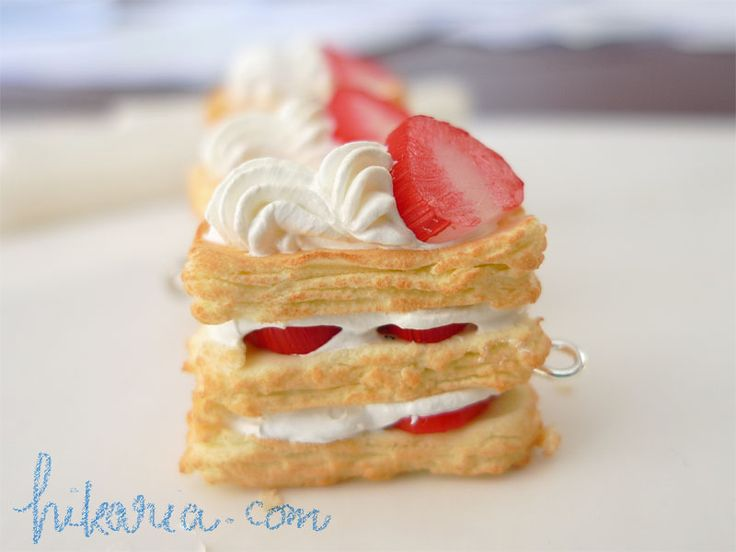 Strawberry Mille Feuille. I would LOVE to learn how to make this or ...