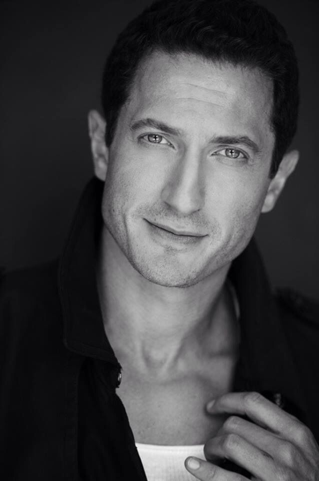 how tall is sasha roiz