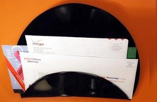 CASA COISAS & TAL: novos usos para velhas coisas:porta cartas ou papéis de vinil