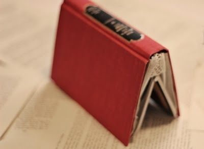 I need to learn how to sew so I can make this book clutch.