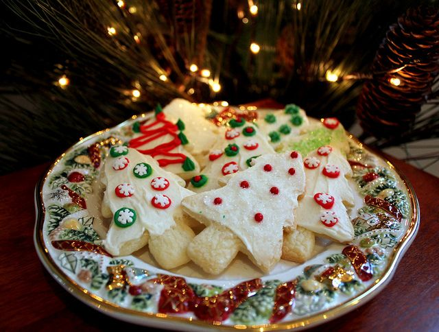 Via flickr video with how to frost cookies without the mess