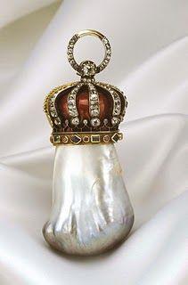 Надежда Pearl является одним из самых известных жемчуга соленой воды.  Он называется так, потому что это принадлежало моей Генри Филиппа Надежды, который также признал за владение Алмаз Надежды.  Это жемчужина золотого и белого, а вес 1800 зерен.  Он в настоящее время проживает в Британском музее естественной истории.